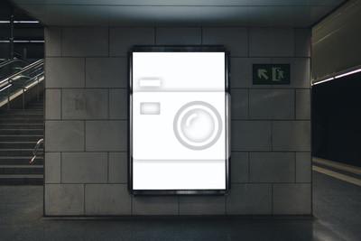 Obraz Light box display z białą pustą przestrzenią na reklamę. Projekt makiety metra. Poziomy