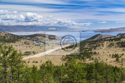 Linia brzegowa jeziora Bajkał w Rosji
