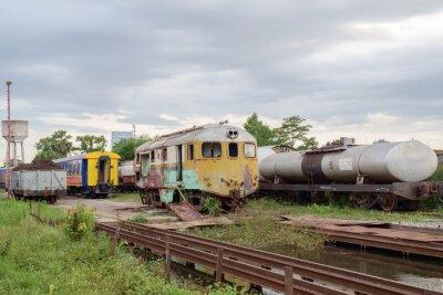 Llocomotive / Widok lokomotywy porzucone.