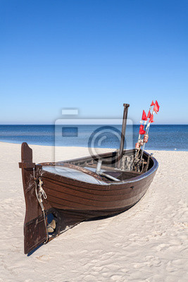 Łódź rybacka na plaży, miejsca na tekst.