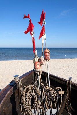 Łódź rybacka na plaży, Morze Bałtyckie, Niemcy.