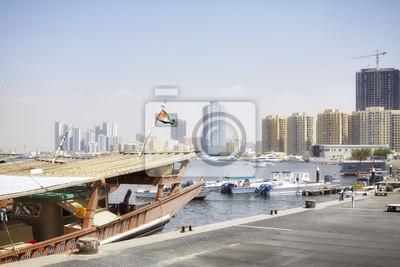 Łodzie w porcie Ajman, Zjednoczone Emiraty Arabskie.