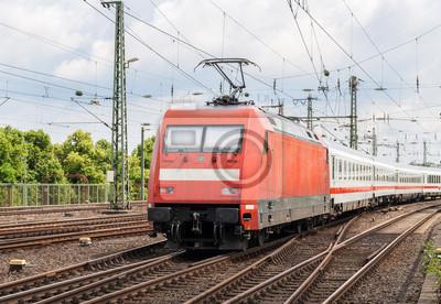 Lokomotywa elektryczna z pociągiem osobowym w Kolonia, Niemcy