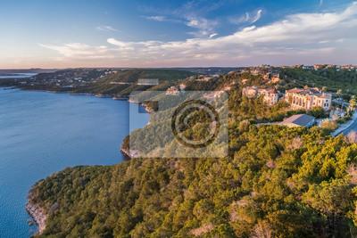 Luksusowe domy na wybrzeżu jeziora Travis w Austin w Teksasie