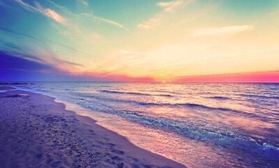 Magiczny zachód słońca nad Morzem Bałtyckim, Międzyzdroje w Polsce.