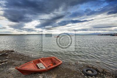 Mała drewniana łódź