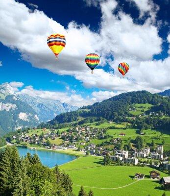 Obraz Mała wioska w pobliżu The Swiss Mountain Titlis