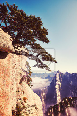 Malowniczy widok z Huashan, jednego z najbardziej popularnych celów podróży w Chinach, kolor stonowanych obraz.