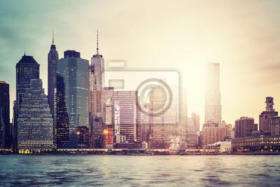Manhattan linia horyzontu przy zmierzchem, kolor tonował obrazek, Miasto Nowy Jork, usa.