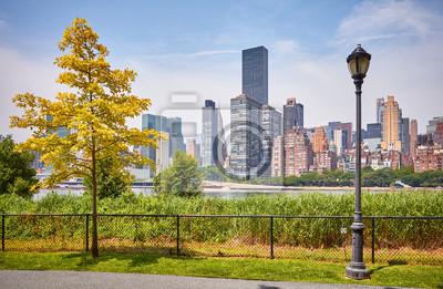 Manhattan seen from Roosevelt Island, New York City, USA.