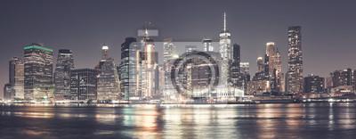 Obraz Manhattan skyline w nocy, kolorowanie stosowane, USA.