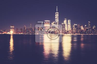 Manhattan skyline w nocy, kolorowanie stosowane, USA.