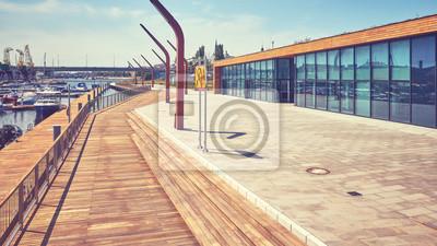 Marina jachtowa w mieście Szczecin, zastosowano tonację barwną, Polska.