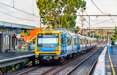 Melbourne Metro Pociąg na stacji Victoria Park, Australia