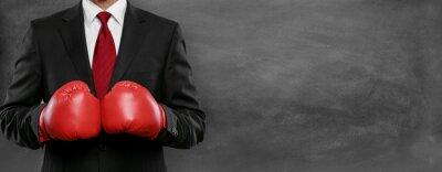Obraz Mężczyzna w garniturze z Boxhandschue