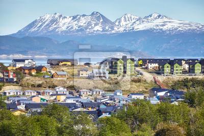 Miasto Ushuaia, stolica Ziemi Ognistej, powszechnie znana jako najbardziej wysunięte na południe miasto na świecie, Argentyna.
