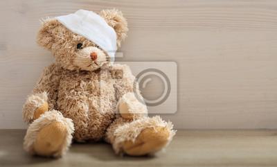 Obraz Miś z bandażem na drewnianej podłodze