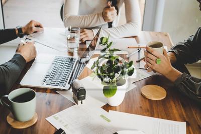 Obraz Mitarbeiter bei einer Besprechung. Meeting im Büro