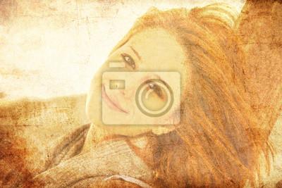 Młoda dziewczyna red-haired na drewno w pobliżu morza.