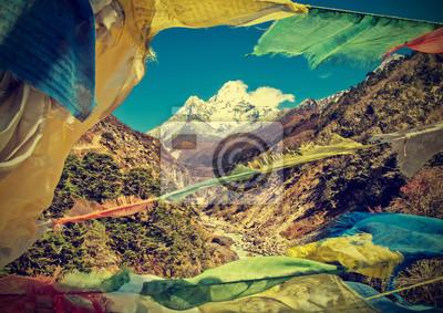 Modlitwa flagi w Himalaje, Nepal, zabytkowe stylu retro.