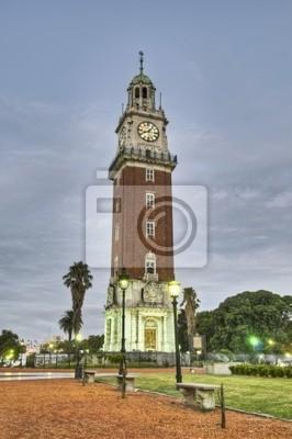 Monumentalna wieża znajduje się w Retiro w Buenos Aires, Argentyna