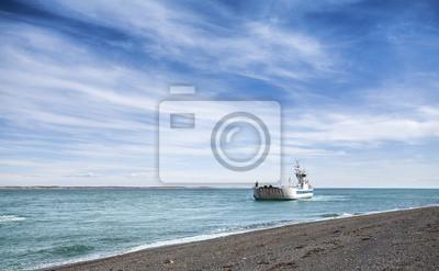 Morze tła z łodzi.