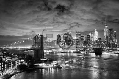 Most Brooklyński i Manhattan przy nocą, Miasto Nowy Jork.
