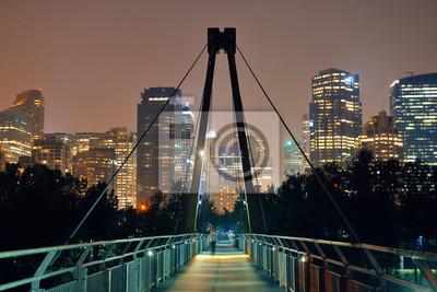 Most dla pieszych i centrum wieżowce w obszyty w Calgary, Kanada.