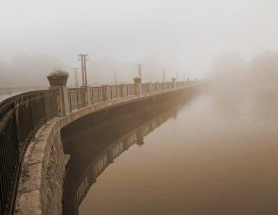 Obraz most w gęstej mgle
