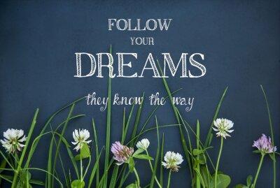 Obraz motywacyjny cytat po swoje marzenia na czarnym tle