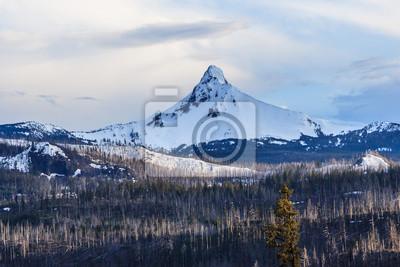 Mount Hood w stanie Oregon pokryte śniegiem, USA