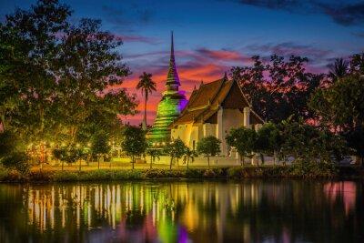 Mroczna scena traphangthong świątynia w Sukhothai, Tajlandia