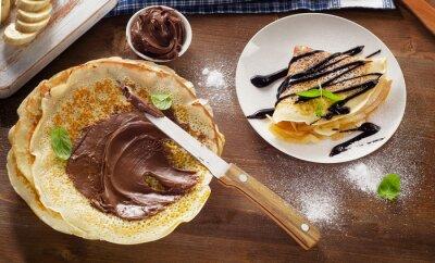 Obraz Naleśniki z kremem czekoladowym i bananami.
