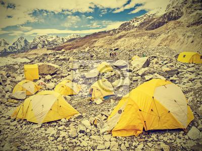 Namioty w Everest Base Camp w pochmurny dzień, Nepal, rocznika s