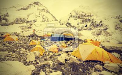 Namioty w Everest Base Camp w pochmurny dzień, Nepal, Vintage instagr