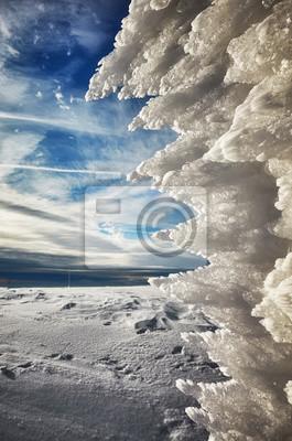 Naturalna lodowa formacja, abstrakcjonistyczny zimy tło, płytka głębia pole.