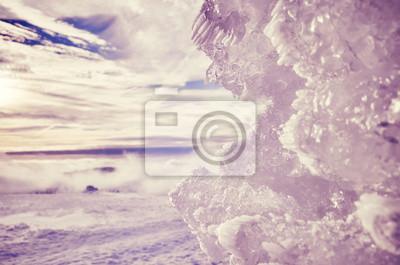 Naturalna lodowa formacja, kolor tonujący abstrakcjonistyczny zimy tło z płytką głębią pole.