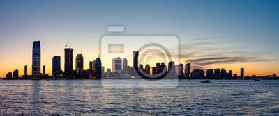 New Jersey sylwetka panorama o zmierzchu, widok z Nowego Jorku z Hudson w planie, USA.