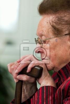 Niepełnosprawnych seniorów z uśmiechem laski