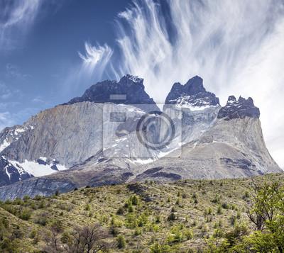 Niesamowita formacja skalna z Los Cuernos w Chile.