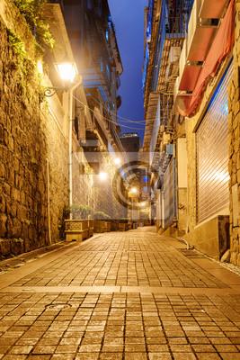 Obraz Niesamowity widok nocy opuszczonej ulicy na starym mieście, Makau
