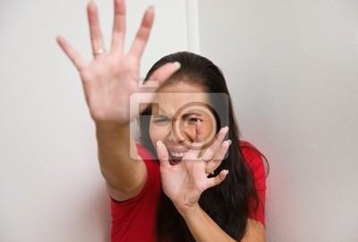 niespokojny symbol kobiety przemocy w rodzinie