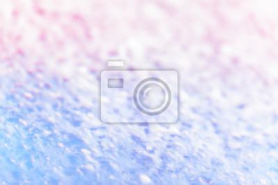Niewyraźne zdjęcie z pianą na szybie wykonane w myjni samochodowej, abstrakcyjne tło.