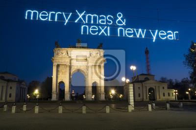 Noc widok łuk pokój w Grudniu z bożonarodzeniowe światła i powitania w Sempione parku, Mediolan, Włochy (Arco della tempo) w Grudniu. Zamek Sforza (Castello Sforzesco) w tle.