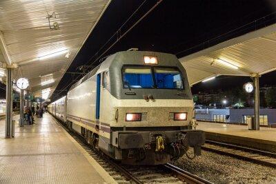 Nocny pociąg na stacji Girona - Hiszpania