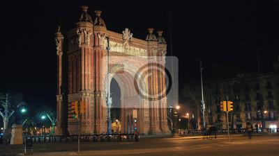 Nocny widok Arch de Triumf w Barcelonie, Hiszpania