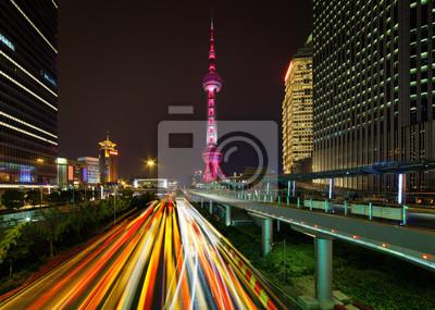 Nocny widok Century Avenue i Oriental Pearl Tower