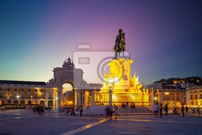 nocny widok Commerce Square w Lizbonie, Portugalia