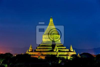 Nocny widok na starożytnej pagoda w Bagan