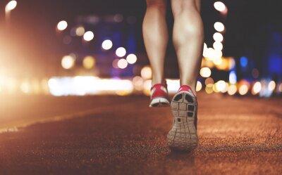 Obraz Nogi kobiet z systemem za pośrednictwem miejskich